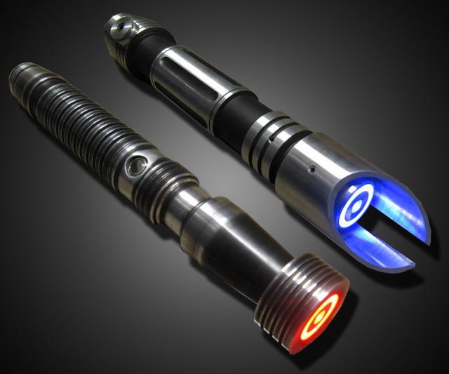 Dexter Black, por fin de vuelta Custom-made-lightsabers-6245