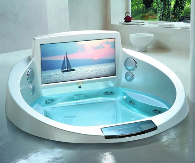 Great Jacuzzi Tub with TV 640 x 533 · 83 kB · jpeg