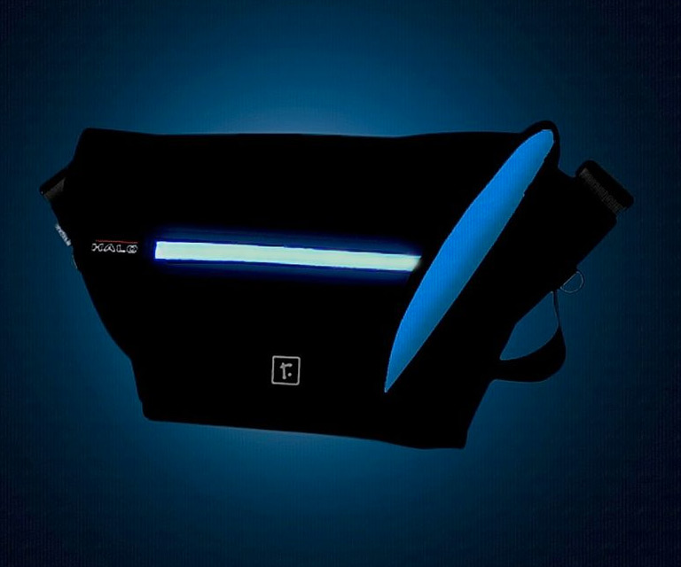halo zero led messenger bag dudeiwantthat halo zero led messenger bag lights up kickstarter 768x640
